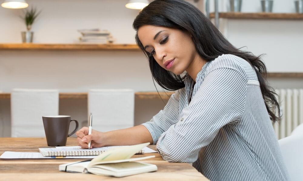介護職員初任者研修を取得するにはどうしたらいいの?