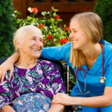 【現場の声】介護の仕事って実際どうなの?離職率や職員の悩み、有給休暇の取得状況は?