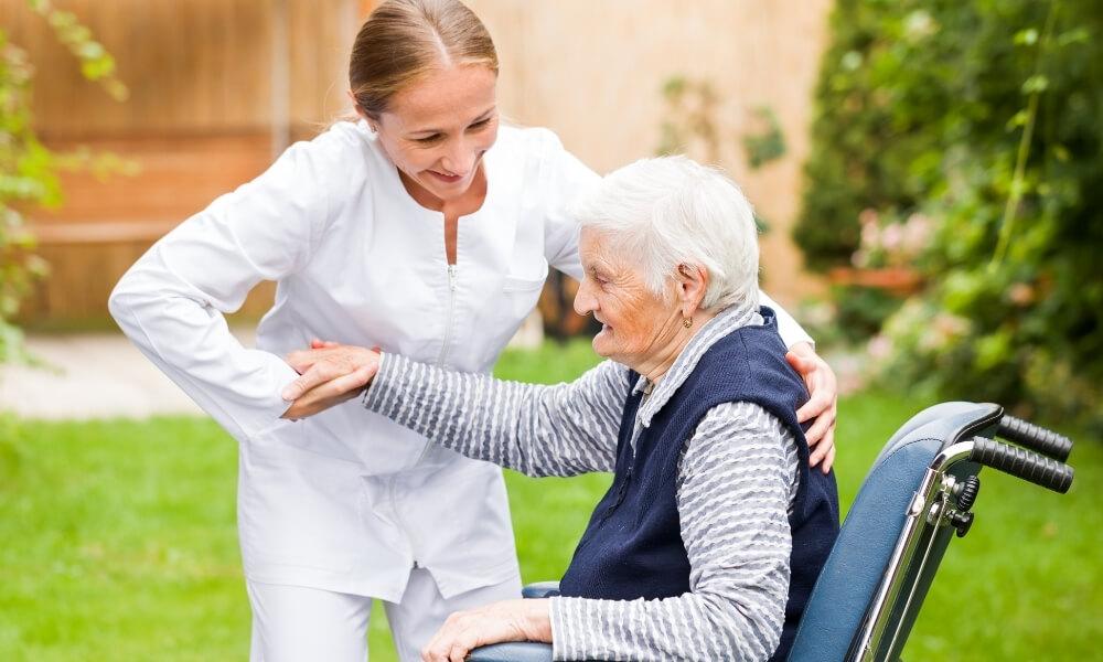 介護士の給料は勤続年数でどのくらい変わるの?